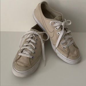 Nike Go Canvas Sneakers